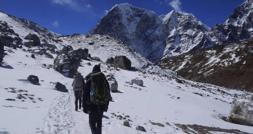 Trekkers heading to Everest Base Camp