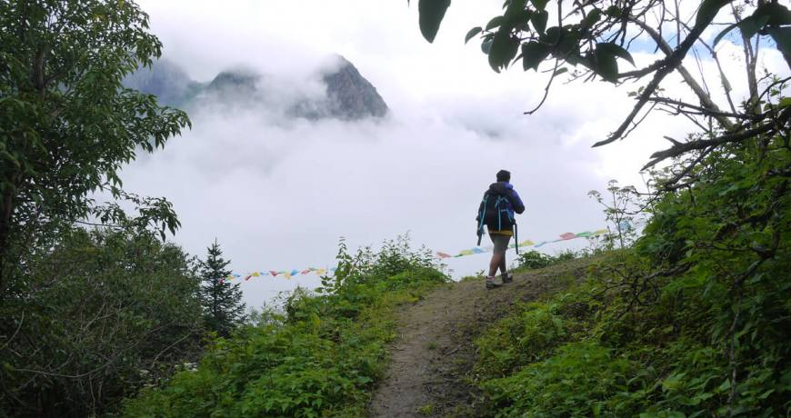 Heading towards the Kajin Sara Lake through the Virgin trail in Annapurna