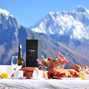 Everest Breakfast Tour in 3962 Meters